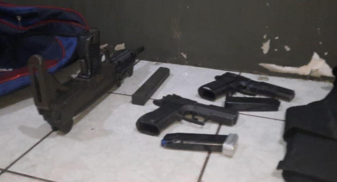 Capturada por ataque armado llevaba armas, municiones y chalecos antibalas en un maletín