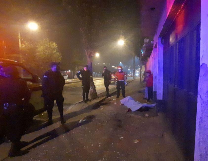 Violencia en Año Nuevo deja muertos y heridos; bomberos reportan ataque contra una familia