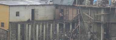 El recuento oficial indica que 900 casas en Campur quedaron bajo el agua. El agua retrocede y a principios de enero 150 viviendas ya están visibles en la superficie. (Foto Prensa Libre: Érick Ávila)