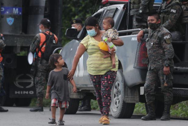 """""""No nos queda de otra"""", hondureños narran la situación que los obliga a abandonar su país"""