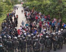 Policías resguardan la frontera entre Guatemala y Honduras. (Foto Prensa Libre: Érick Ávila)