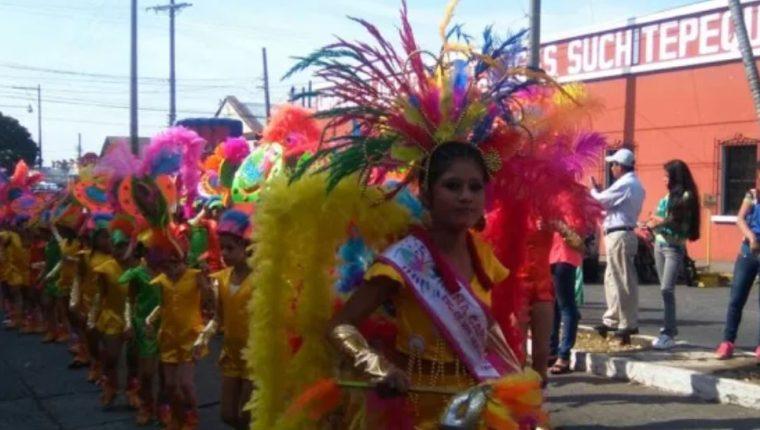 Estudiantes participan en desfiles durante el Carnaval de Mazatenango. (Foto Prensa Libre: Hemeroteca PL)