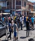 En el Mercado San José en la Colonia Quinta Samayoa, una multitud se organizó para evitar decomiso de producto de contrabando, según el MP. (Foto Prensa Libre: MP)