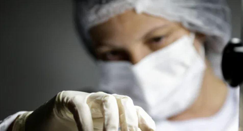 EEUU aprueba nueva vacuna contra el covid, en medio de nuevas restricciones en el mundo