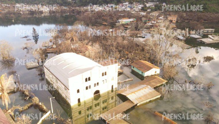 Una vista aérea de Campur muestra los daños causados en la población por las tormentas tropicales. (Foto Prensa Libre: Carlos Humberto Coc)