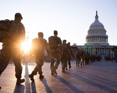 Después del asalto al Congreso se reforzó la cantidad de militares para resguardar el Capitolio. (Foto Prensa Libre: EFE)