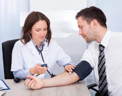 ¿Qué chequeos médicos y vacunas colocarse frecuentemente para evitar enfermedades?