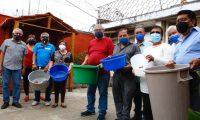 Vecinos de las colonias Proyectos 4-2 y Bienestar Social, en la zona 6, sufren por la falta de agua. (Foto Prensa Libre: Fernando Cabrera)