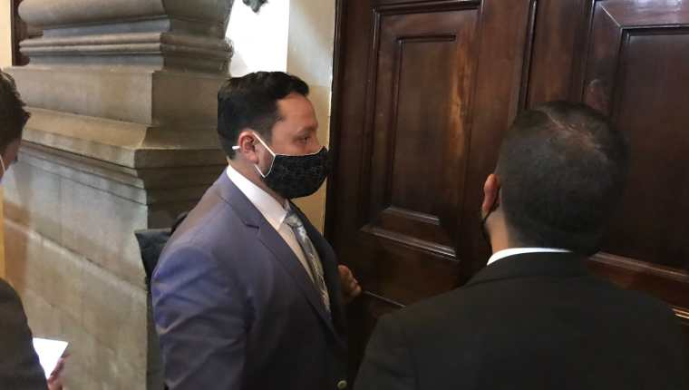 Gendri Reyes, ministro de Gobernación, llega al Congreso para ser interpelado el pasado 19 de enero. (Fotografía: José Castro)