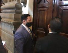 Gendri Reyes, ministro de Gobernación, llega al Congreso para ser interpelado. (Foto: José Castro)