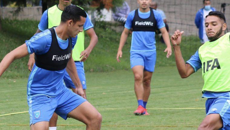 José Carlos Martínez (izquierda), durante una de las prácticas de la Selección Nacional, previo a enfrentar a Puerto Rico. (Foto Prensa Libre: Cortesía Fedefut)