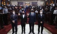 Raúl Eduardo Berríos Ramírez y Álvaro Eduardo Caballeros Herrera fueron juramentados como director y subdirector ejecutivos de Conamigua, respectivamente. (Foto Prensa Libre: Congreso)
