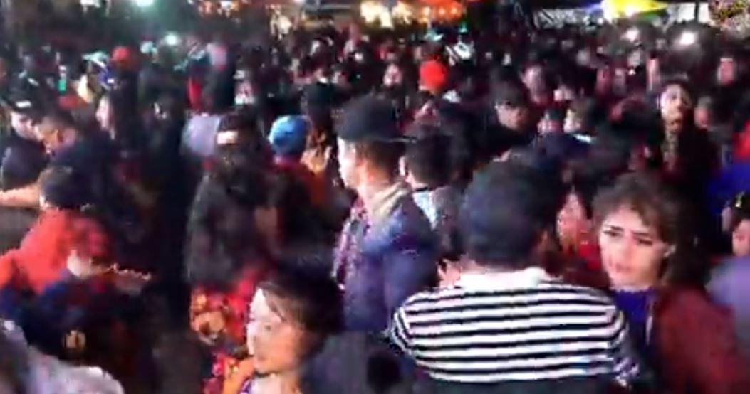 Pese a recomendación de Salud, pobladores de Joyabaj participan en baile sin medidas de protección por el covid-19