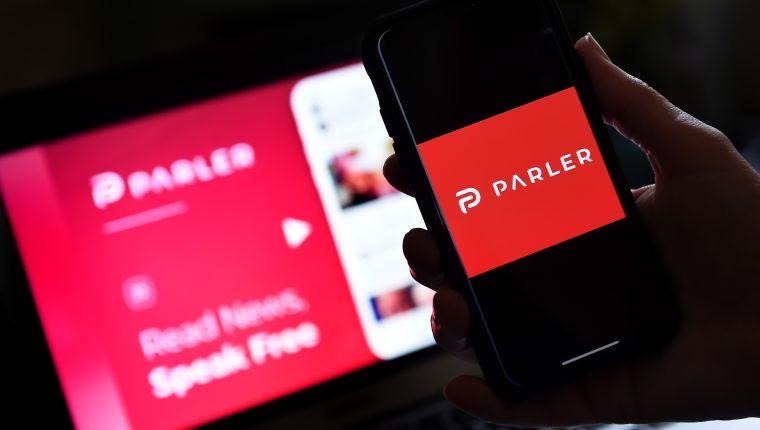 """Lanzada en 2018, la red social tiene un funcionamiento similar al de Twitter, con perfiles para seguir y """"parlys"""" en lugar de tuits. La libertad de expresión es su leitmotiv. (Foto Prensa Libre: AFP)"""