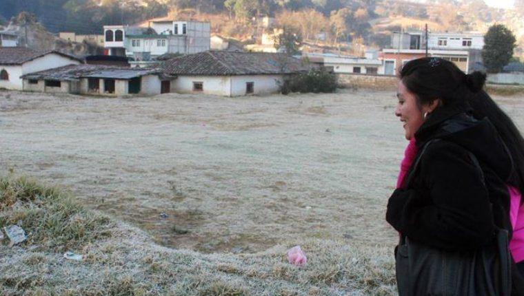 En el occidente de Guatemala se formado escarcha en los campos por la baja temperatura. (Foto Prensa Libre: Hemeroteca PL)