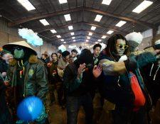 Alrededor de 2 mil 500 personas se reunieron en una fiesta clandestina para despedir el 2020. (Foto Prensa Libre: AFP)