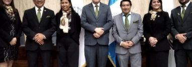 El juez Freddy Orellana, quien preside la planilla ganadora, fue recusado por la FECI en el Caso Negociantes de la Salud por figurar en fotografías con uno de los abogados defensores de un sindicado. (Foto Prensa Libre: Cortesía)