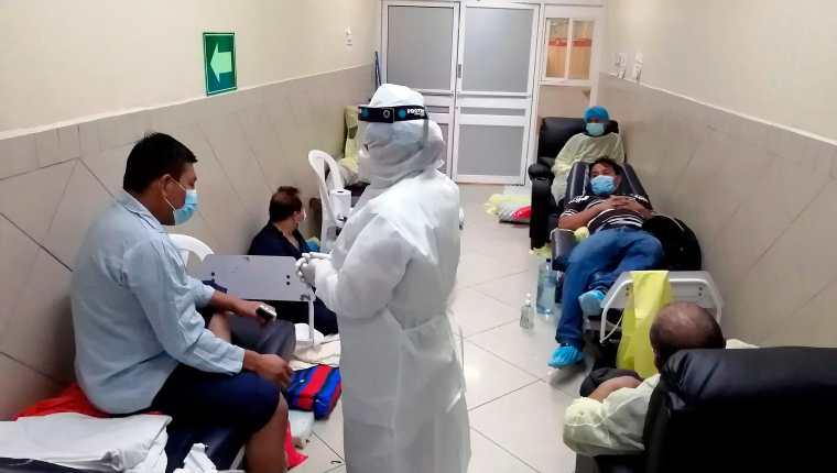 La ocupación en hospitales es un tema que preocupa a las autoridades de Salud. (Foto Prensa Libre: AFP)