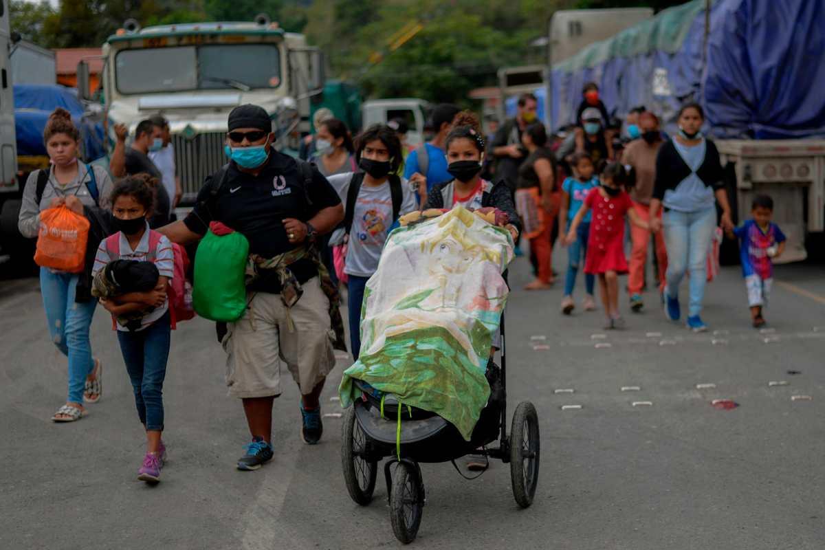 Jocotán demanda seguridad ante el paso de migrantes hondureños (a quienes vecinos les brindan apoyo)