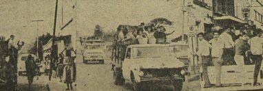 Vehículos particulares prestaron servicio de transporte en varias colonias capitalinas, como una alternativa a la falta de autobuses. (Foto Prensa Libre: Hemeroteca)