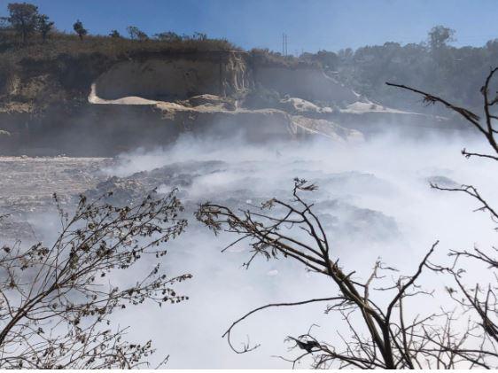El incendio en el vertedero de Amsa no ha podido ser controlado. (Foto Prensa Libre: Hemeroteca PL)