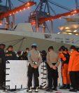 Autoridades identifican los restos del vuelo SJ182 de Sriwijaya Air en el puerto de Tanjung Priok, al norte de Yakarta. (Foto Prensa Libre: AFP)