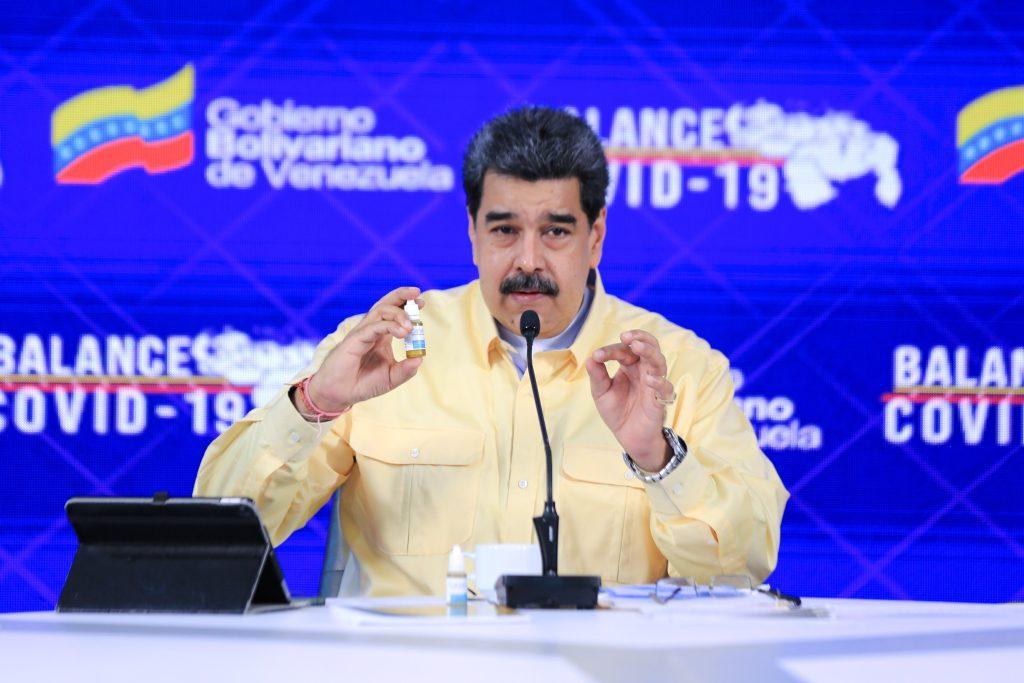 """Carvativir: las """"gotitas milagrosas"""" que Nicolás Maduro presenta para combatir en """"100% el coronavirus"""""""