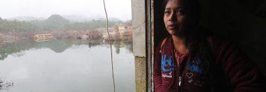 Éricka Gorna dice que el agua bajó un poco de nivel, ya puede visualizar en segundo y tercer nivel de su casa en Campur. Foto: Érick Ávila