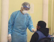 Pruebas de coronavirus en laboratorios móviles en Guatemala.  (Foto Prensa Libre: HemerotecaPL)