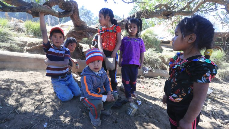 Niños de Comitancillo, San Marcos, de donde era la mayoría de los 16 migrantes asesinados en Tamaulipas el pasado 22 de enero. La niñez  y juventud de ese municipio no tiene muchas oportunidades de desarrollo. (Foto Prensa Libre: Hemeroteca PL)