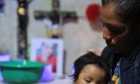 COMITANCILLO, MIGRANTES. A ra'z del anuncio de un asesinato de 19 migrantes a manos del narcotr‡fico en Tamaulipas MŽxico se hizo una visita al Municipio de Comitancillo en el departamento de San Marcos. Se visit— este lugar ya que de manera extraoficial, se sabe que 11 de los 19 asesinados eran originarios de este municipio. Se visitaron la casa de los familiares de 5 migrantes para conocer su historia. En la imagen, caser'o Pe–aflor, Comitancillo. Santa Cristina era la segunda de 10 hijos, y quien se hab'a convertido en el soporte familiar. Curs— hasta sexto primaria. No estaba casada ni ten'a hijos. Irse a EE. UU. fue la esperanza para una mejor vida. Su madre, Olga PŽrez Guzm‡n define a su hija como una hija llena de amor por sus hermanos y padres.  Juan Diego Gonz‡lez.  270121