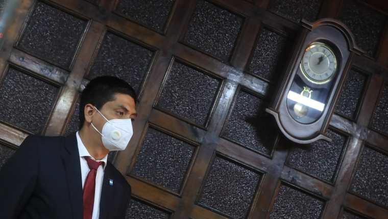 Mynor Moto llega a la CC en busca de que los magistrados le den posesión del cargo. (Foto: Juan Diego González)