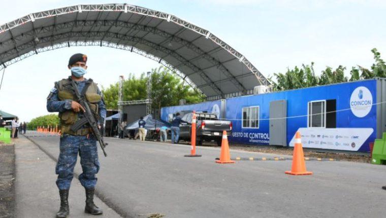 Puesto de Control Interinstitucional (PCI) en Entre Ríos, Puerto Barrios, Izabal. Este 7 de enero se inauguró un puesto igual en Pasaco, Jutiapa. (Foto Prensa Libre: SAT)