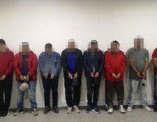 Capturados en Colombia por traficar drogas en pinturas. (Foto Prensa Libre: Tomada de El Tiempo.com)