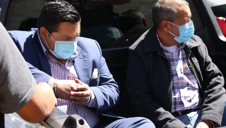 Marvin Joel Calijau Ramírez, gerente de la EEMQ, y a Óscar Humberto Chang Arreaga, subgerente de la institución, fueron capturados en Xela. (Foto Prensa Libre: María José Longo)