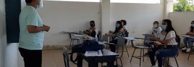 El Semáforo Covid-19 permite que varios municipios comiencen con clases presenciales. (Foto Prensa Libre: Victoria Ruiz)
