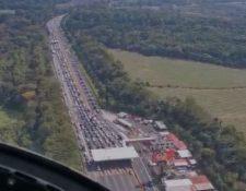 Imágenes muestran el retorno hacia la ciudad por la Autopista Palín-Escuintla. (Foto Prensa Libre: Tomada de video de Helicópteros de Guatemala)