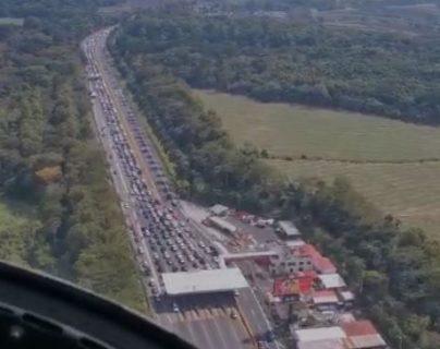 Las imágenes aéreas que muestran el masivo retorno por la Autopista Palín-Escuintla