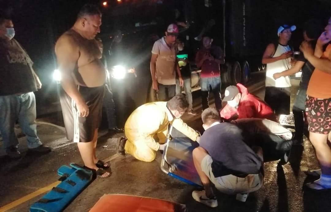 Arrollan a motorista y en su intento por escapar su vehículo se incendia y la policía los captura