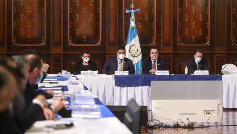 La iniciativa fue presentada por el presidente y sus ministros de Finanzas y Salud. Fotografía: Congreso.