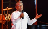 (FILES) In this file photo taken on July 15, 2018 Mexican singer and composer Armando Manzanero performs with members of Buenavista Social Club, during his show in Havana. - Mexican singer-songwriter Armando Manzanero, one of the most popular composers of romantic Latin ballads and boleros, died early on December 28, 2020 from coronavirus-related complications, Mexican President Andres Manuel Lopez Obrador announced. (Photo by JORGE BELTRAN / AFP)
