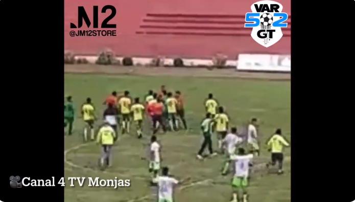 Una nueva agresión de jugadores contra árbitros se registró durante un torneo amateur de fútbol en Jalapa.