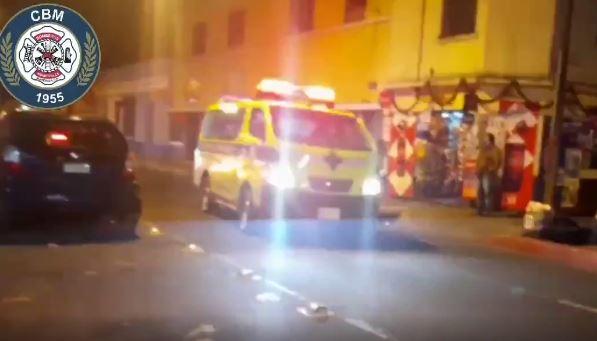 Se desconocen los motivos del ataque armado en la zona 1 capitalina. (Captura: Bomberos Municipales)