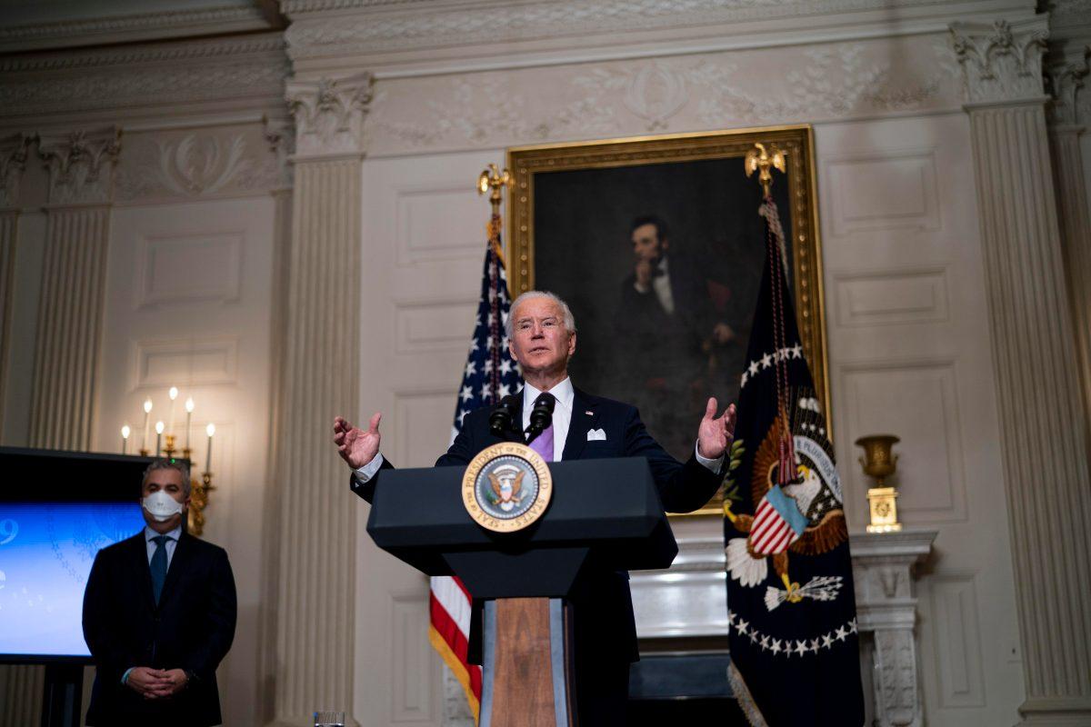 Un tribunal de Estados Unidos retrasa la política migratoria de Biden