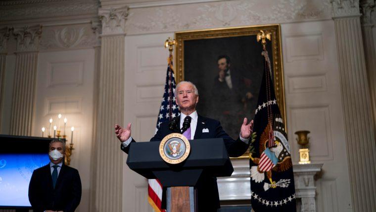 Un tribunal federal de Estados Unidos bloqueó la decisión del gobierno de Joe Biden de congelar las deportaciones de inmigrantes ilegales durante 100 días. (Foto Prensa Libre: AFP)