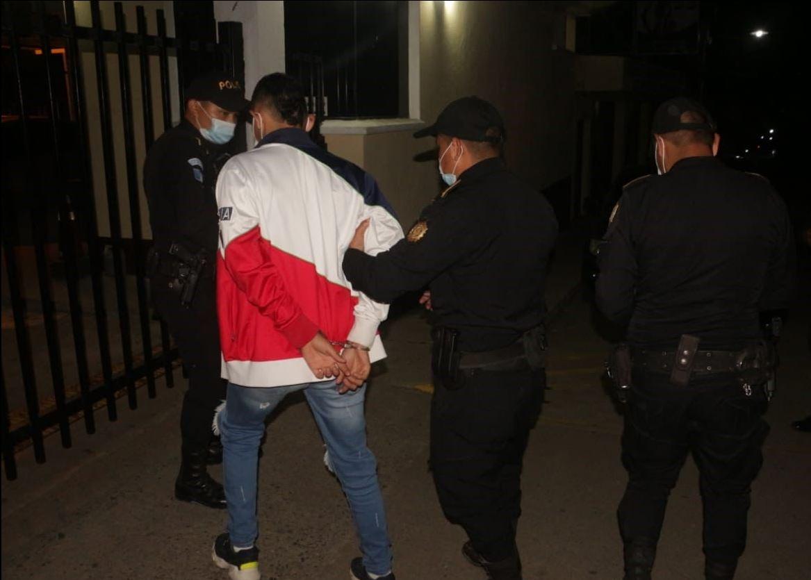 Capturan a supuesto sicario vinculado a un crimen en carnicería de Zacapa y lo investigan por otros asesinatos