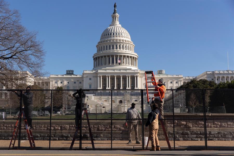 FBI busca a sospechoso de poner bombas durante toma del Capitolio y ofrece recompensa