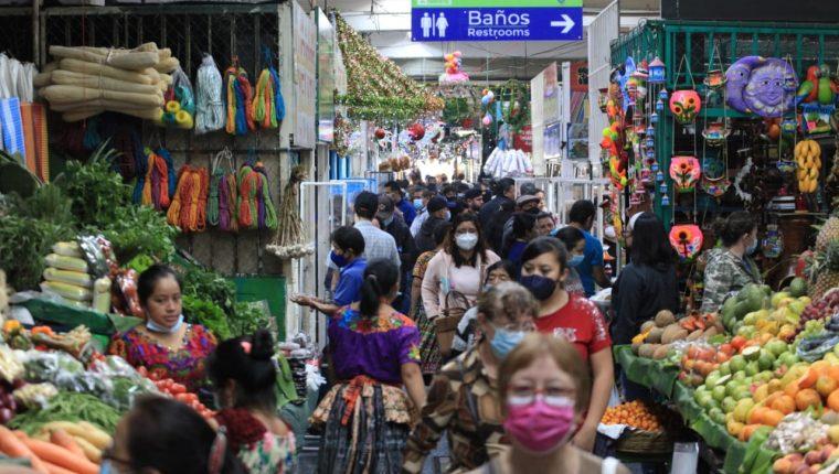 Las autoridades de Salud insisten en el uso correcto de las mascarillas para frenar el coronavirus. (Foto Prensa Libre)