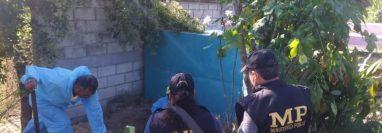 Exhumación en cementerio de San Miguel Chicaj, Baja Verapaz, en búsqueda de Cristina Siekavizza. (Foto Prensa Libre:  MP)