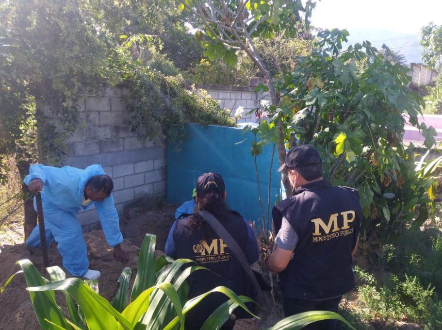 Buscan a Cristina Siekavizza en exhumaciones que llevan a cabo en cementerio de Baja Verapaz